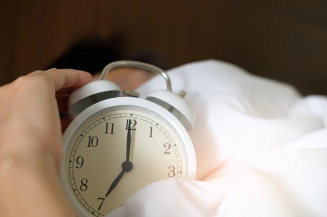 reloj de persona con insomnio