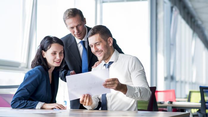 empleados motivados en empresa saludable